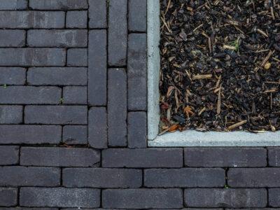 Plaatsing van oprit en paden in kleiklinkers
